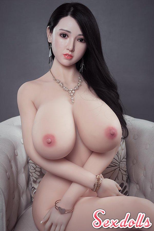 爆乳セックスドール